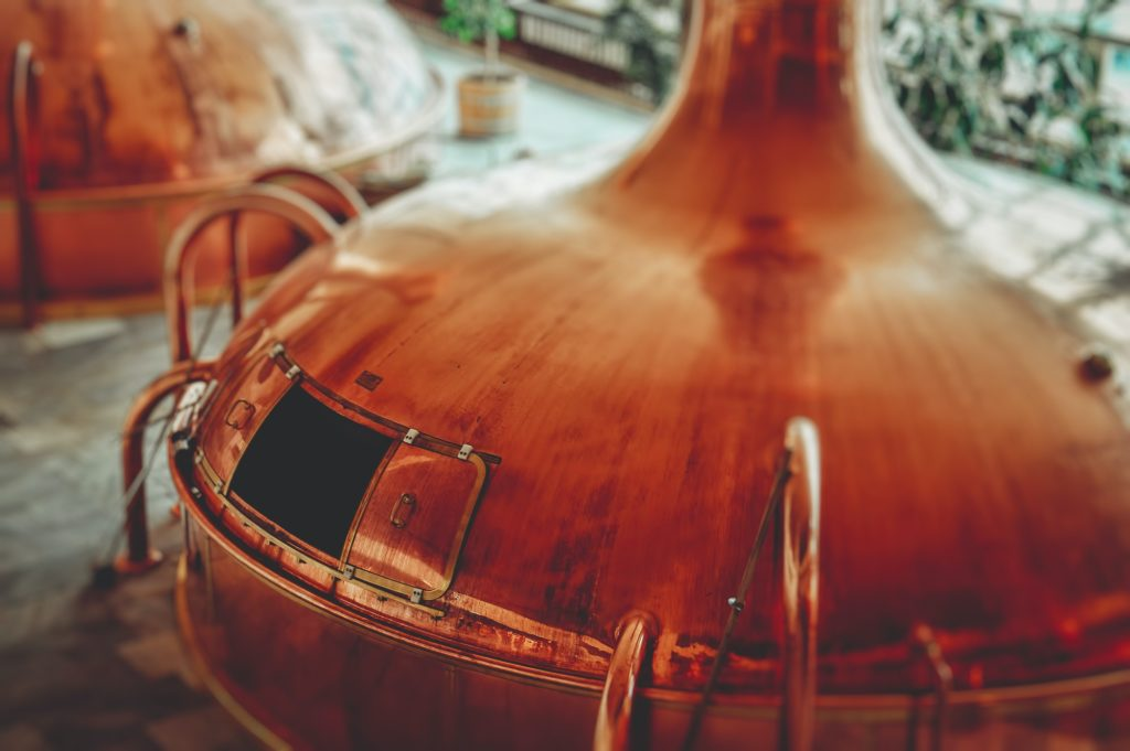 Craft breweries guide from Saucey. Photo by Martin Kníže on Unsplash